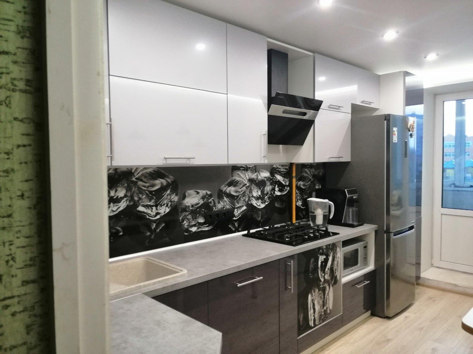 Черно-белая кухня в Могилеве под заказ